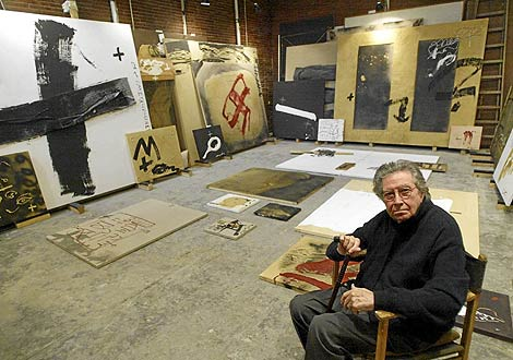 Tapies painting studio