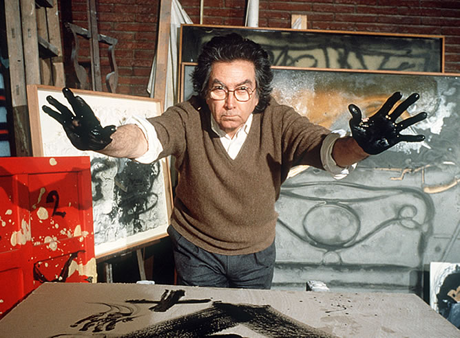Antoni Tapies at his studio, antoni tapies art