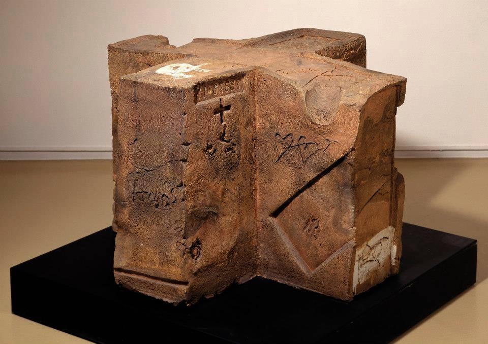 Cubo cruz, 1988 (Antoni Tapies)